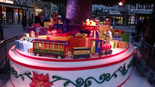 Hübsche Geschenke unter dem Baum. Aber was soll Er kriegen?