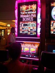 Am Sex-and-the-City-Automaten in Las Vegas (habe kein passenderes Bild zum Thema gefunden).